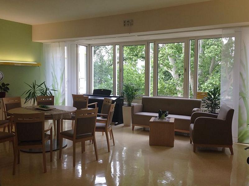Perfect Das Neue Wohnzimmer Ist Fertig! Modern, Frische Farben, Tolle Möbel Und Neue  Vorhänge. Vielen Dank An Klaus Bauer Für Das Anbringen Der Fototapete.
